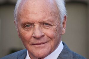 Anthony Hopkins enternece la red con foto suya de bebé ¡adorable!
